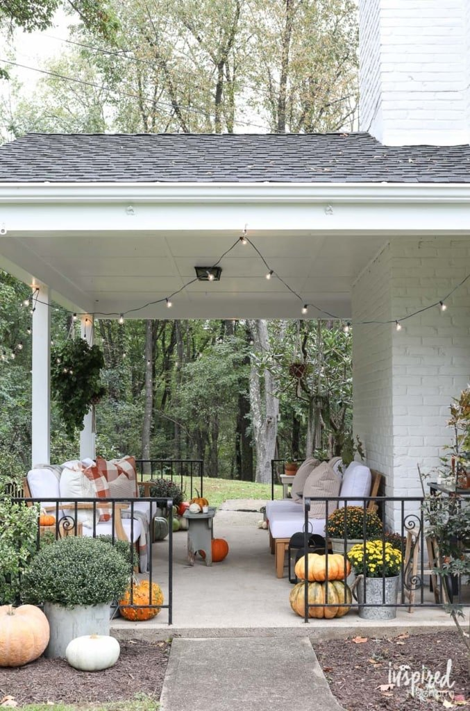 Fall Porch Decorating Ideas - How to style your porch for Fall #decorating #fall #decor #autumn #porch #pumpkins