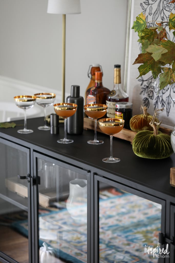 Stylish Fall Decor Ideas for Your Dining Room #fall #decorating #decor #diningroom #falldecorating