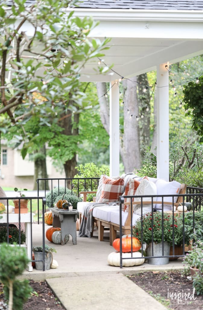 Fall Porch Decorating Ideas - creative and festive fall decor