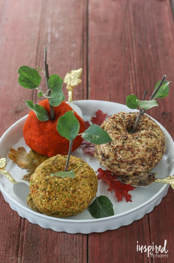 Easy Cheddar Bacon Cheeseball appetizer recipe. #cheeseball #cheese #appetizer #snack #recipe #entertaining