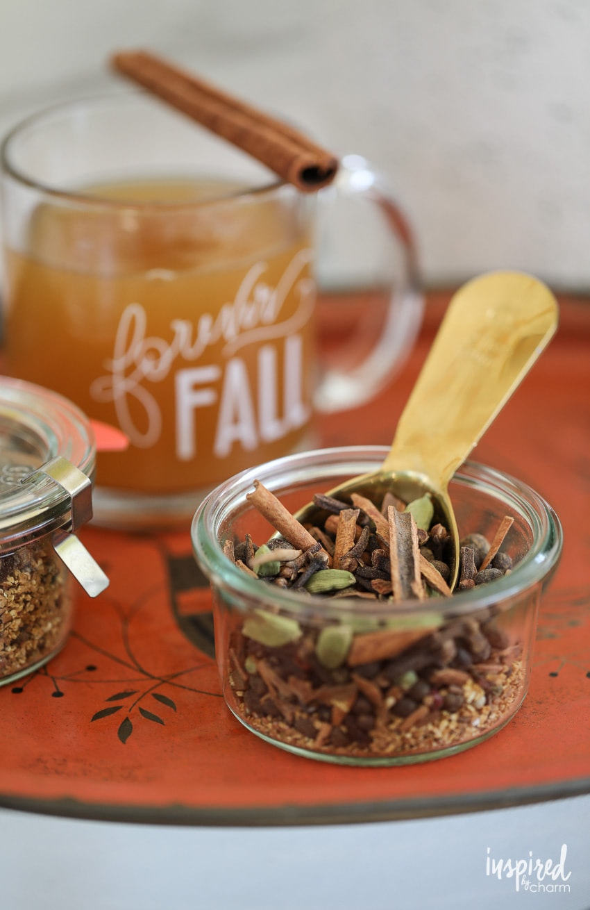 How to make Homemade Mulling Spices. #applecider #mullingspices #mulledwine #mulledcider #