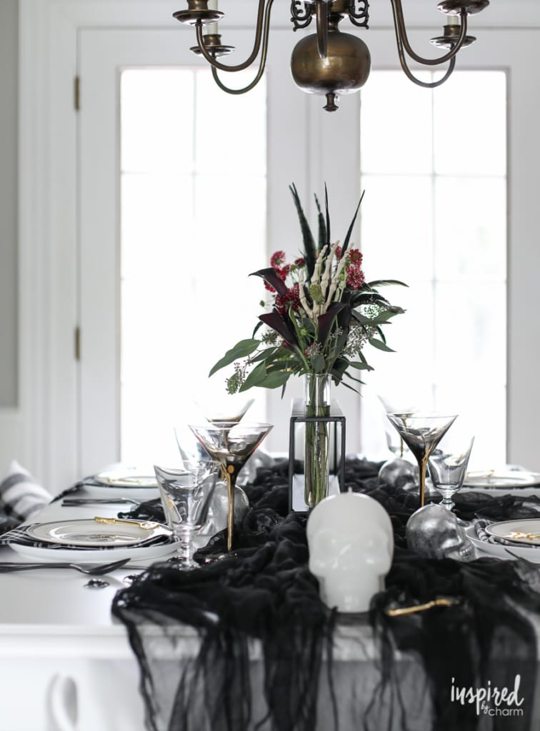 Spooky Chic Halloween Table Decorations