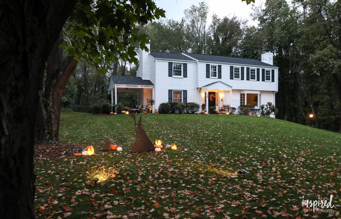 outdoor halloween decorations and my porch at night. Black Bedroom Furniture Sets. Home Design Ideas