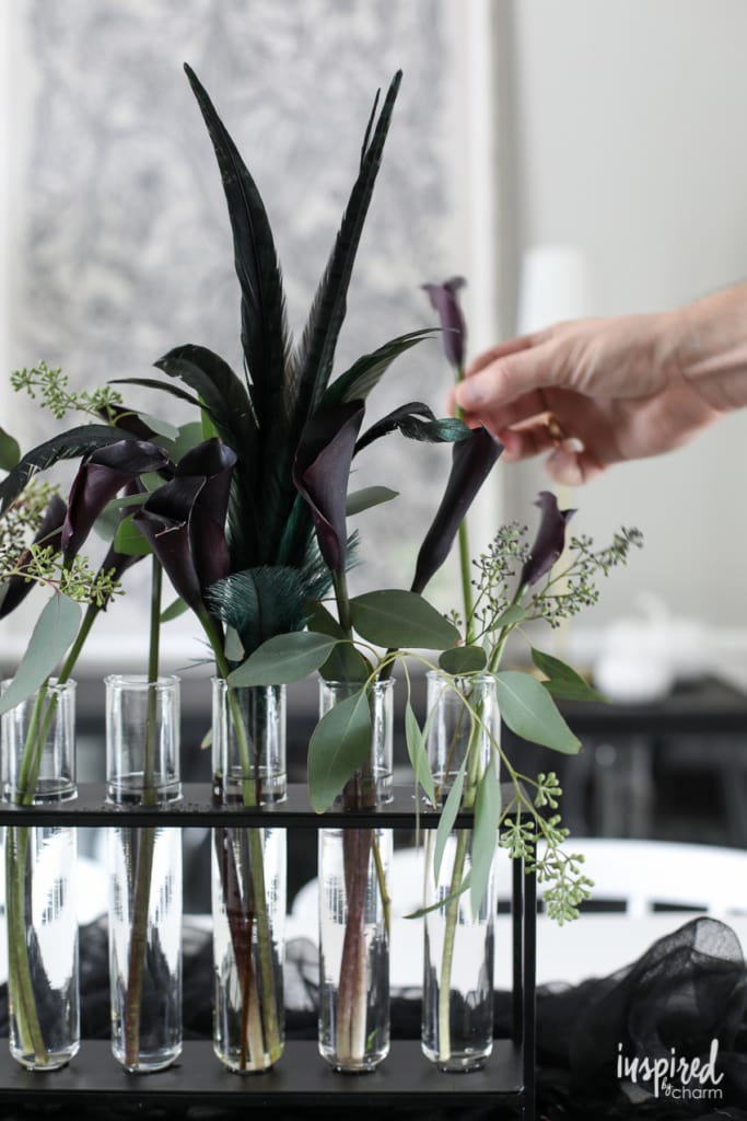 How to create and style an easy Halloween flower arrangement. #halloween #flowers #entertaining #party #tablescape