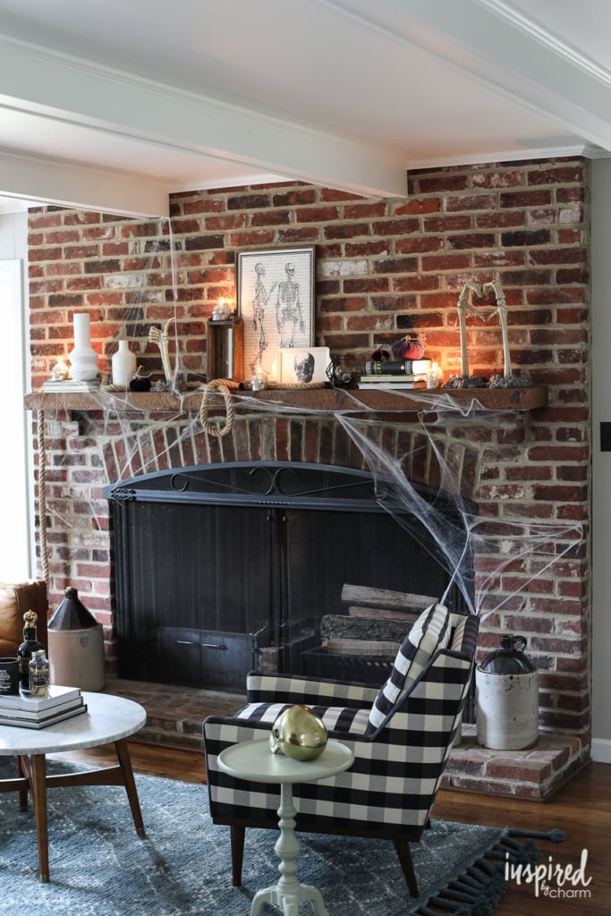 Halloween Mantel Decor Ideas to Die for #halloween #decor #decorations #spooky #skeleton #mantel