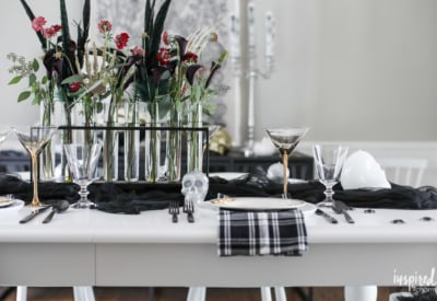 Ideas and Inspiration for Spooky Chic Halloween Table Decorations #halloween #decorations #decor #spooky #tablescape