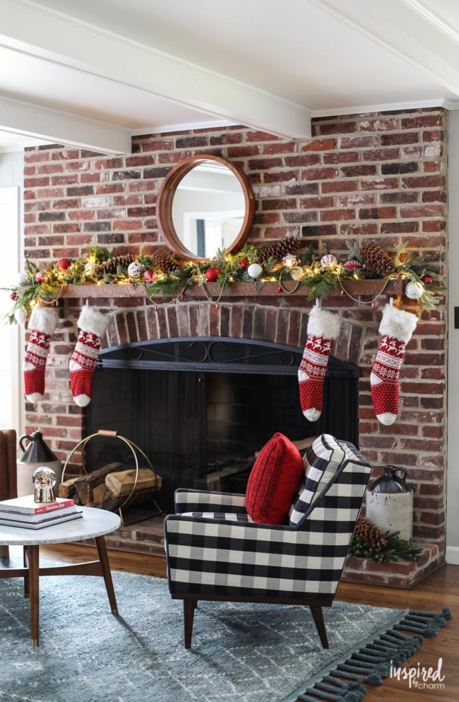 Red and Rustic Christmas Mantel Styling Inspiration #christmas #decorations #holiday #mantel #manteldecor
