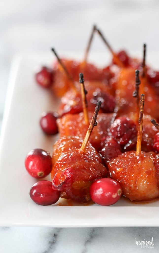 These Cranberry Bacon Wrapped Water Chestnuts make the perfect Christmas appetizer recipe. #appetizer #bacon #waterchestnuts #HorsDoeuvres #recipe