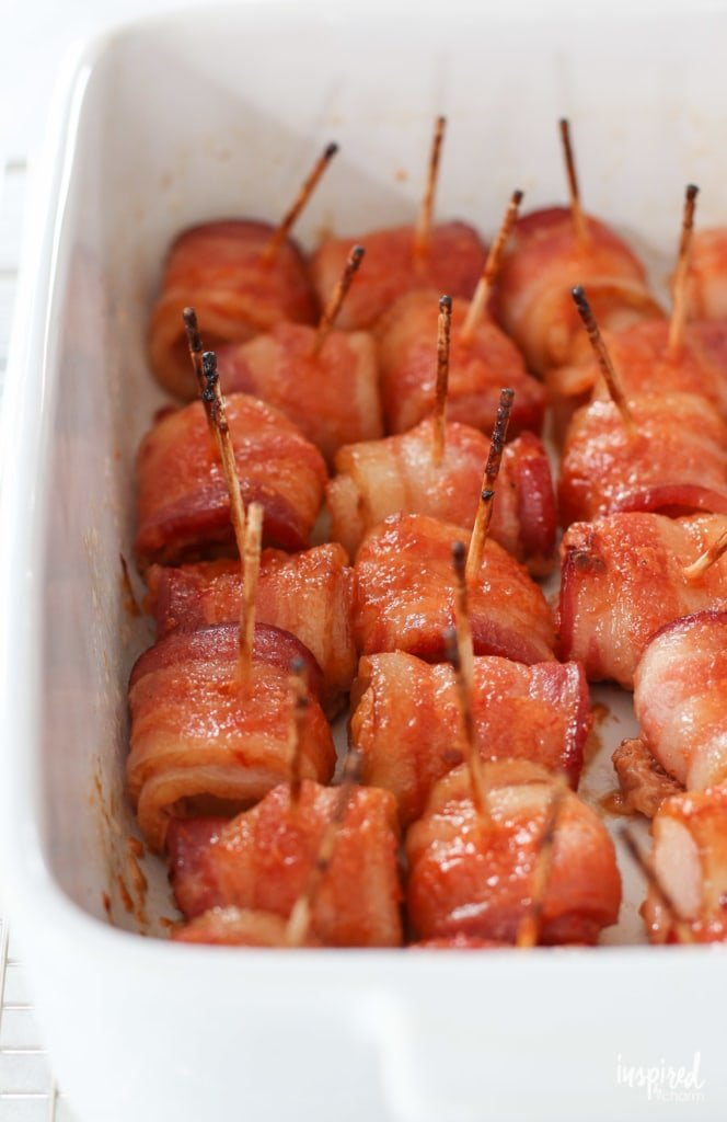 These Cranberry Bacon Wrapped Water Chestnuts make the perfect Christmas appetizer recipe. #appetizer #bacon #waterchestnuts #holiday #christmas #recipe