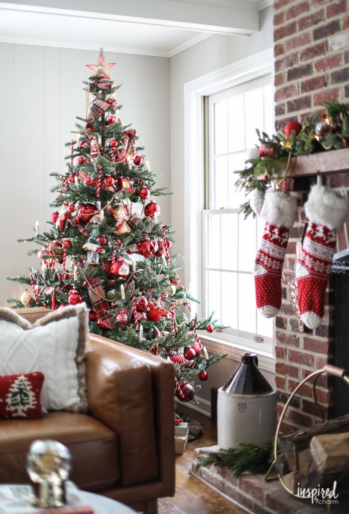 A Nostalgia-Inspired Christmas Tree - How to Decorate a Christmas Tree inspired by the past. #christmas #decor #christmastree #decorations #holiday