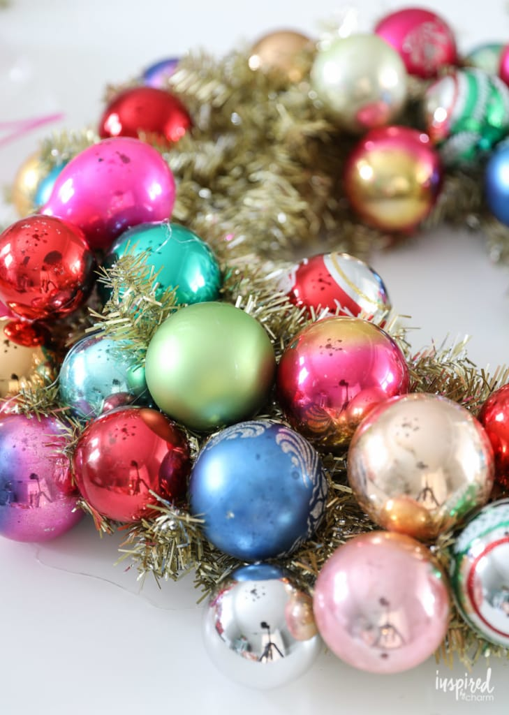 Learn how to make this DIY Vintage Christmas Ornament Wreath #christmas #ornament #wreath #shinybrite #vintage #christmaswreath #DIY #holiday