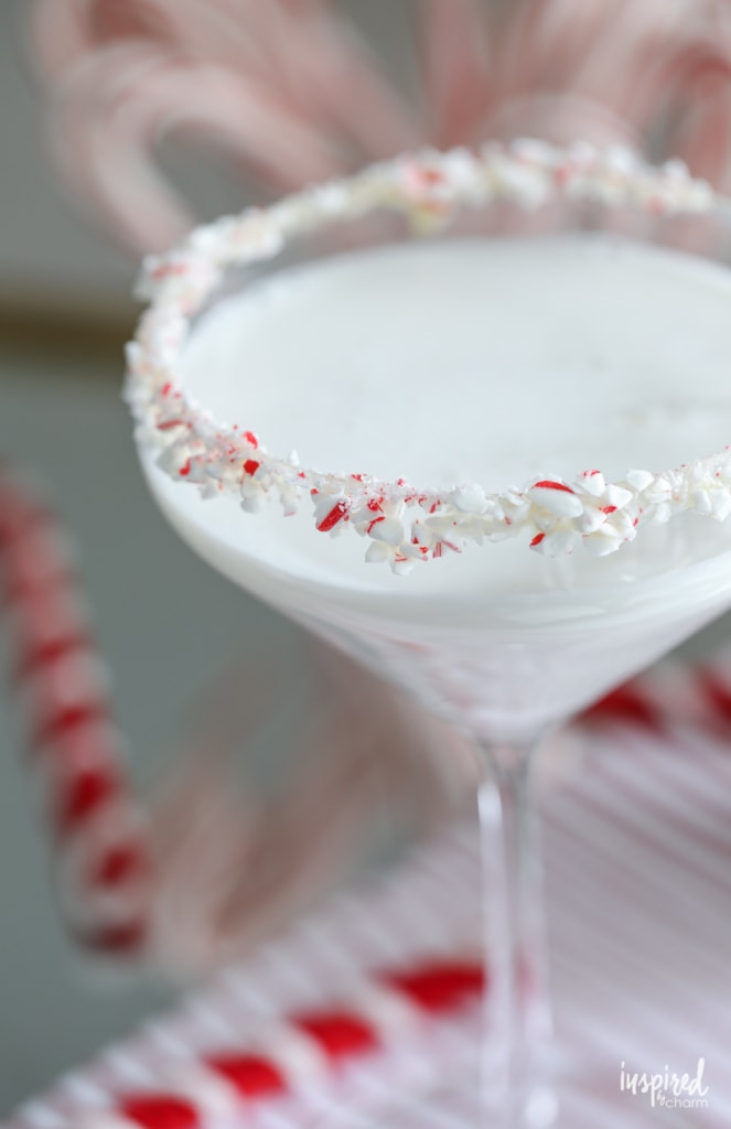 This White Chocolate Peppermint Martini makes delicious holiday cocktail. #christmas #cocktail #martini #recipe #peppermint #whitechocolate