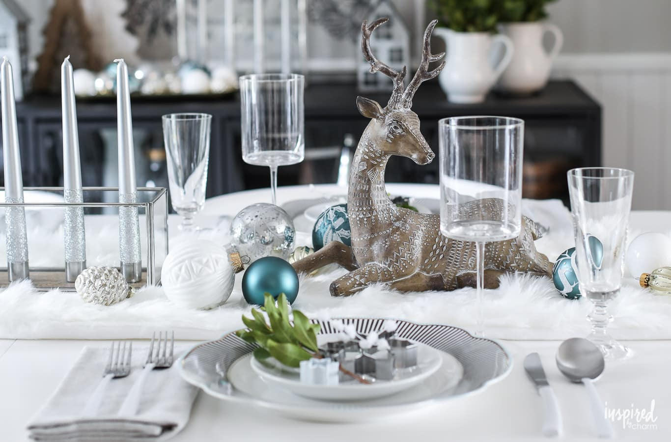 Festive christmas table decor ideas holiday decorating tips - Christmas table setting ideas ...