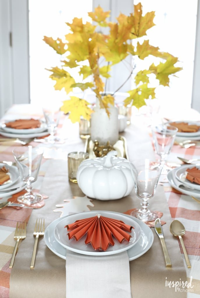 4 Easy Ways to Brighten Up Your Friendsgiving #decor #friendsgiving #thanksgiving #decorating #tablescape #table