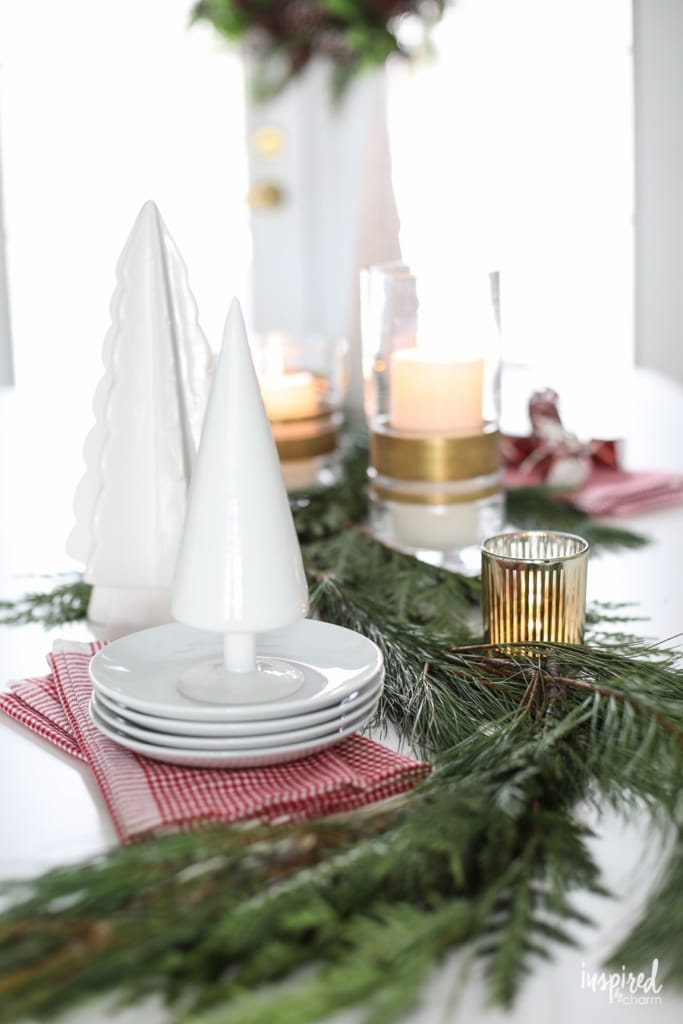 Christmas at Bayberry House - Holiday Home Tour with color Christmas Decoration ideas. #christmas #holiday #home #decor #decorations #christmastree