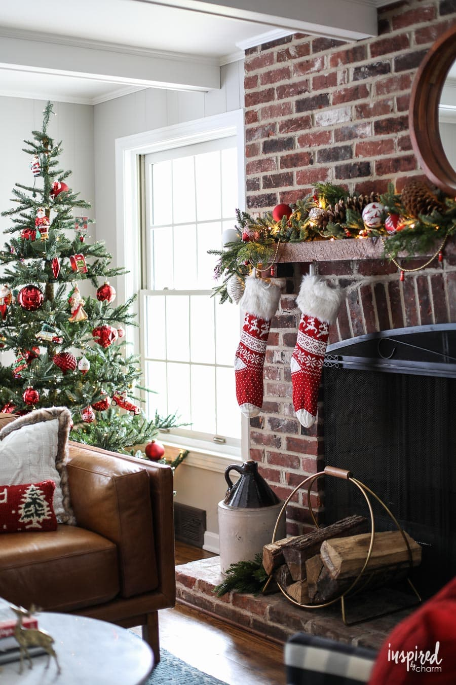Red And Rustic Christmas Mantel Holiday Decorating Ideas