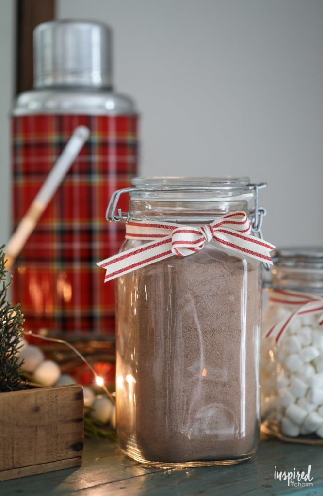 The BEST recipe for delicious Homemade Hot Cocoa Mix #hotcocoa #hotchocolate #cocoa #recipe #holiday #christmas