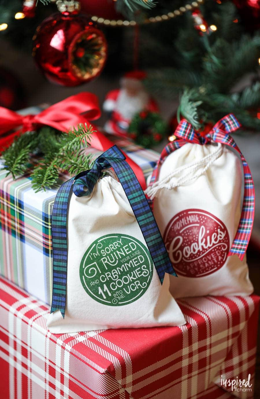Learn how to make these DIY Christmas Cookies Bags! #Christmas #holiday #cookiebags #diy #craft #handmade #gift