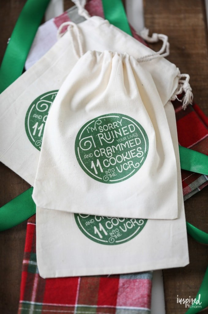 Learn how to make these DIY Christmas Cookies Bags! #Christmas #holiday #cookiebags #diy #craft