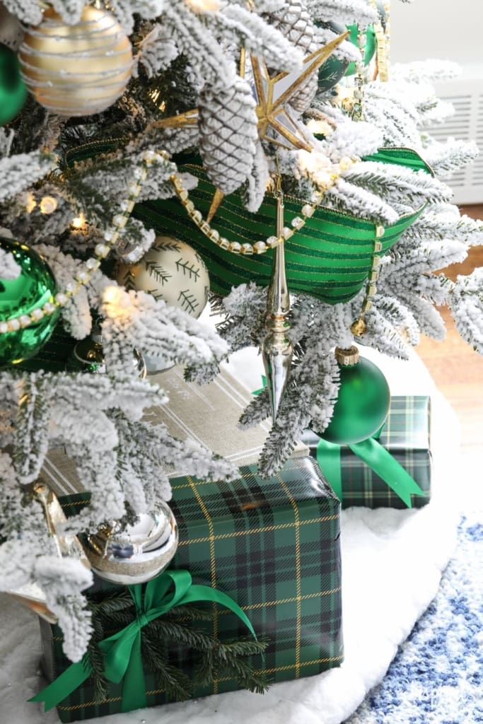 A Christmas Tree Fit for the Emerald City - Emerald Green Christmas Tree #christmas #chirstmastree #emerald #decor #decorations #holiday