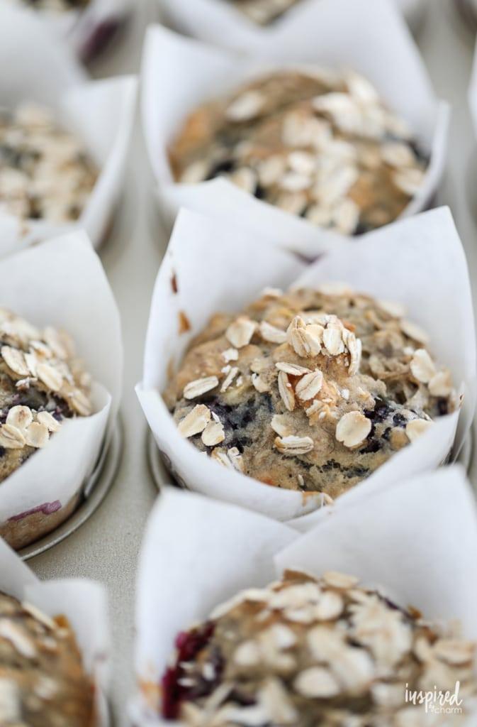 Blackberry Banana Muffins with Oat Topping #breakfast #muffin #banana #blackberries #recipe