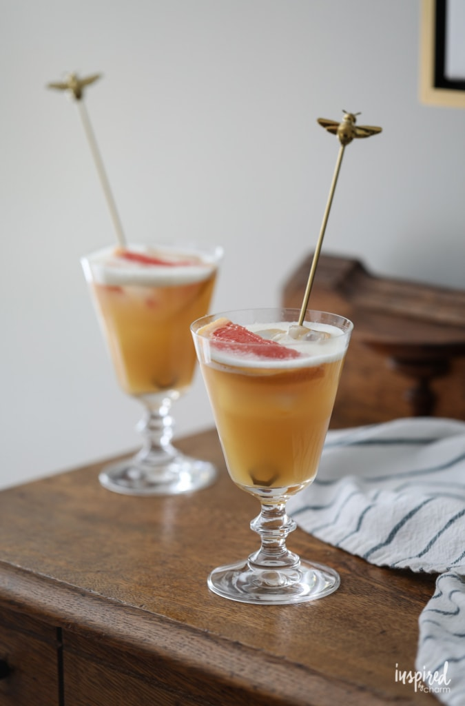 A delicious Bees Knees Cocktail recipe! #beesknees #cocktail #recipe #summer #spring