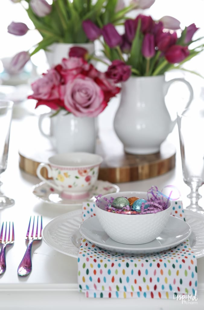 Creative and Colorful Easter Decorations for Your Dining Room #easter #decor #decorations #spring #entertaining #diningroom #tablescape