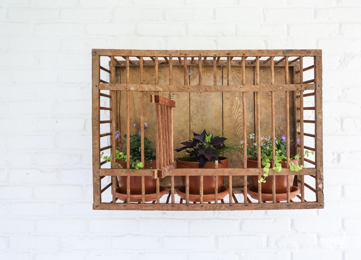 Vintage En Crate Outdoor Wall Decor