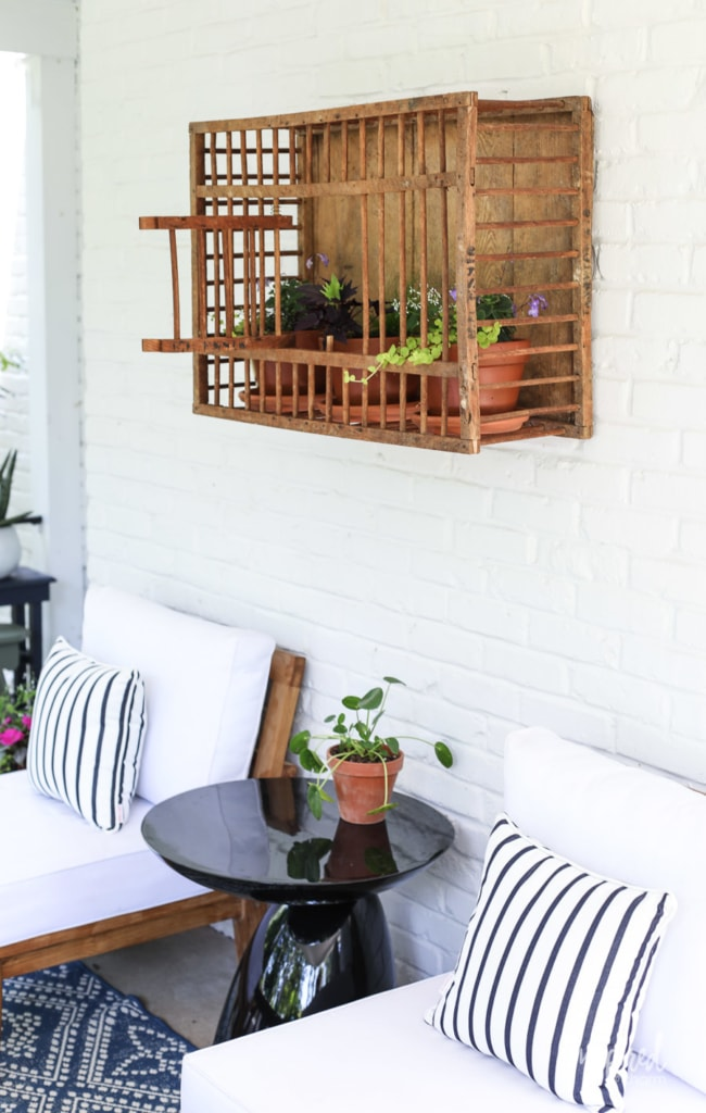 Vintage Chicken Crate: Outdoor Wall Decor #outdoor #wall #decor #decorating #vintage #planter