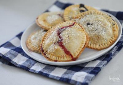 Delicious Air Fryer Berry Hand Pies dessert recipe idea! #handpies #pie #dessert #recipe #airfryer #berries