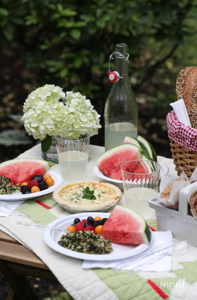 Ideas for Packing the Perfect Picnic | #picnic #food #ideas #recipes #styling