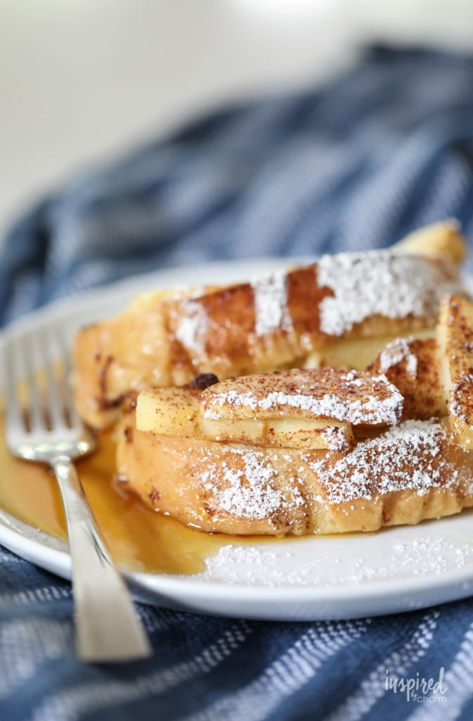 Apple Cinnamon French Toast Casserole - Easy Overnight French Toast #breakfast #apple #cinnamon #frenchtoast #brunch #recipe #French #toast