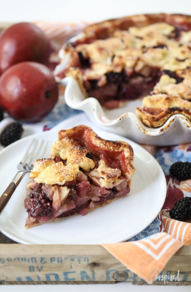 This Blackberry Pear Pie is the perfect summer meets fall dessert recipe. #blackberry #pie #pie #dessert #fallbaking #recipe