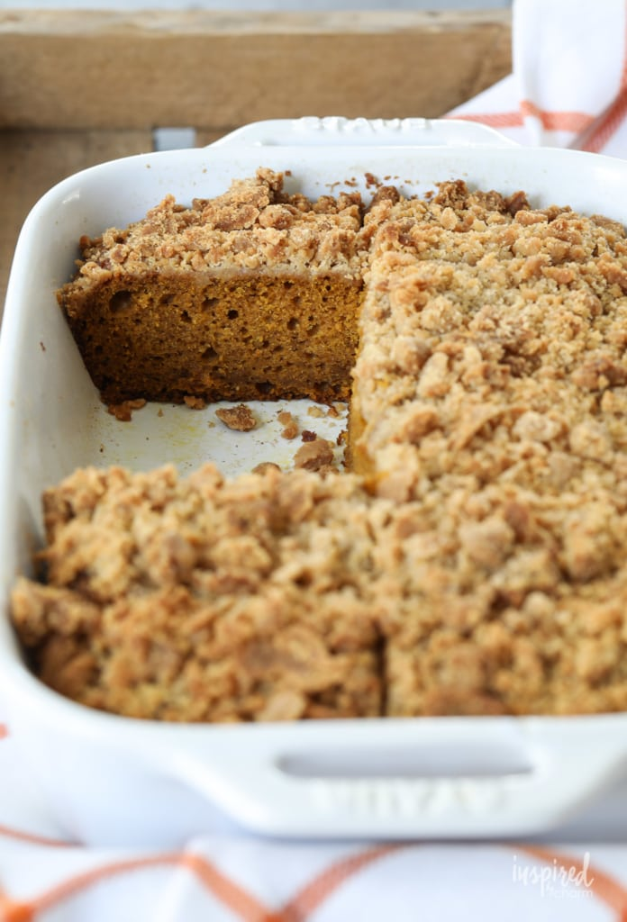 This Pumpkin Cake with Crumb Topping is a delicious and easy fall dessert recipe. #pumpkin #cake #crumb #topping #fallbaking #dessert #recipe