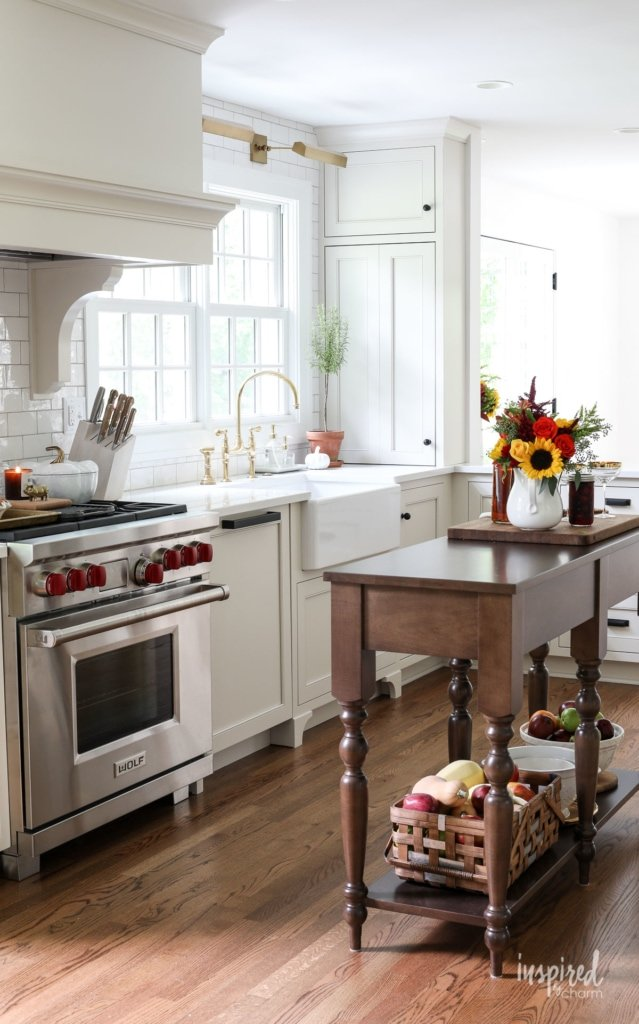 Simple Fall Decorating Ideas for the Kitchen. #fall #decor #decorating #kitchen #ideas #autumn