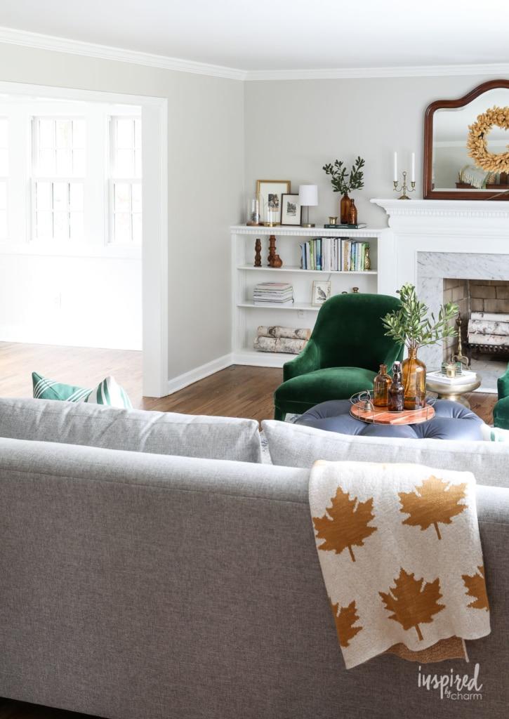 Living Room Autumn Decorations - Fall Decoration Ideas #autumn #decorations #fall #decorating #livingroom #decor #seasonal