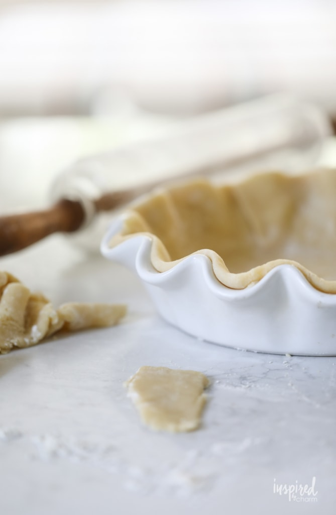 This Cinnamon Roll Butternut Squash Pie is a unique and delicious fall dessert recipe! #butternutsquash #fall #baking #dessert #pie #recipe #thanksgiving #friendsgiving
