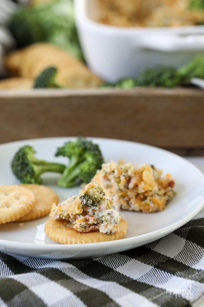 Need a tasty appetizer? Try this Broccoli Casserole Cheese Dip #broccoli #cheddar #bacon #cheese #appetizer #dip #recipe #appetizer
