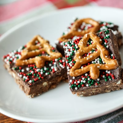How to Make Chocolate Peanut Butter Pretzel Bars #chocolate #peanutbutter #pretzel #bars #recipe #holiday #holiday #christmas