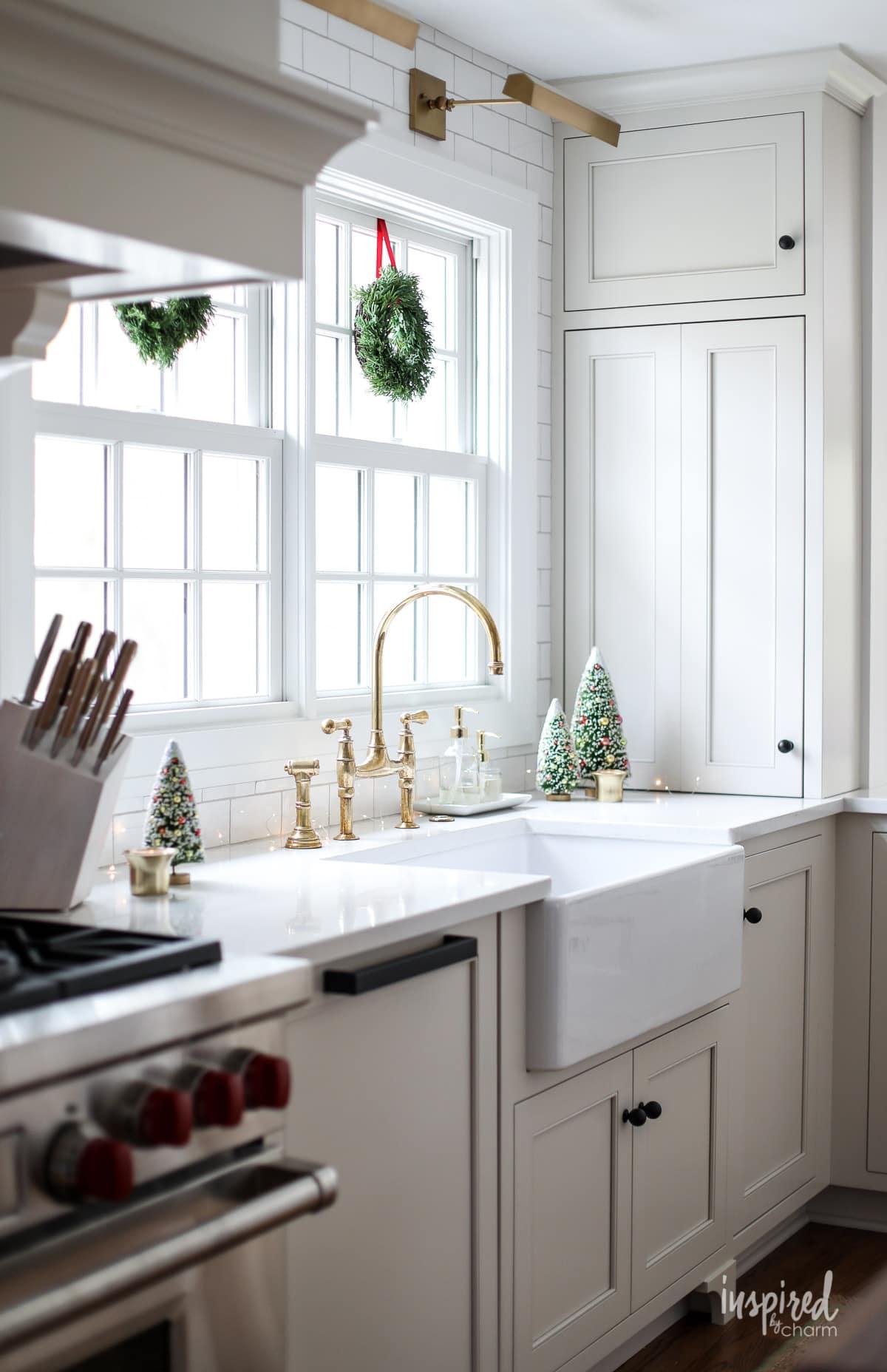 Festive Christmas Kitchen Decor Ideas and Inspiration