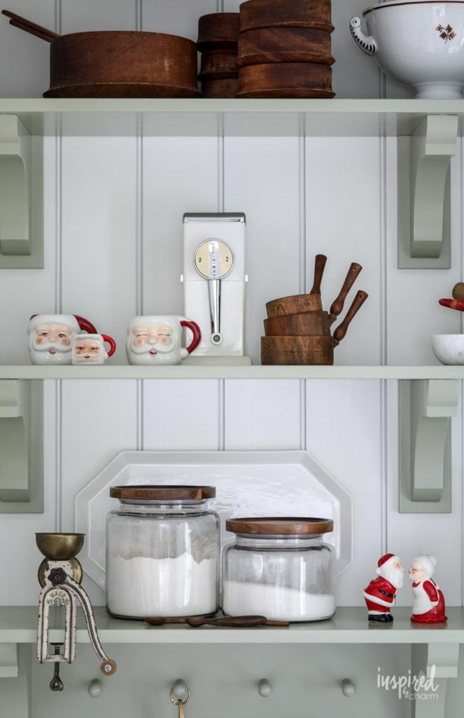 Festive and Beautiful Christmas Kitchen Decor Ideas #holiday #christmas #kitchen #decor #decorating #ideas