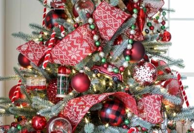 Ideas for Cozy Lodge Christmas Tree Decorations #christmastree #decor #holiday #decorations #christmas #tree #ideas