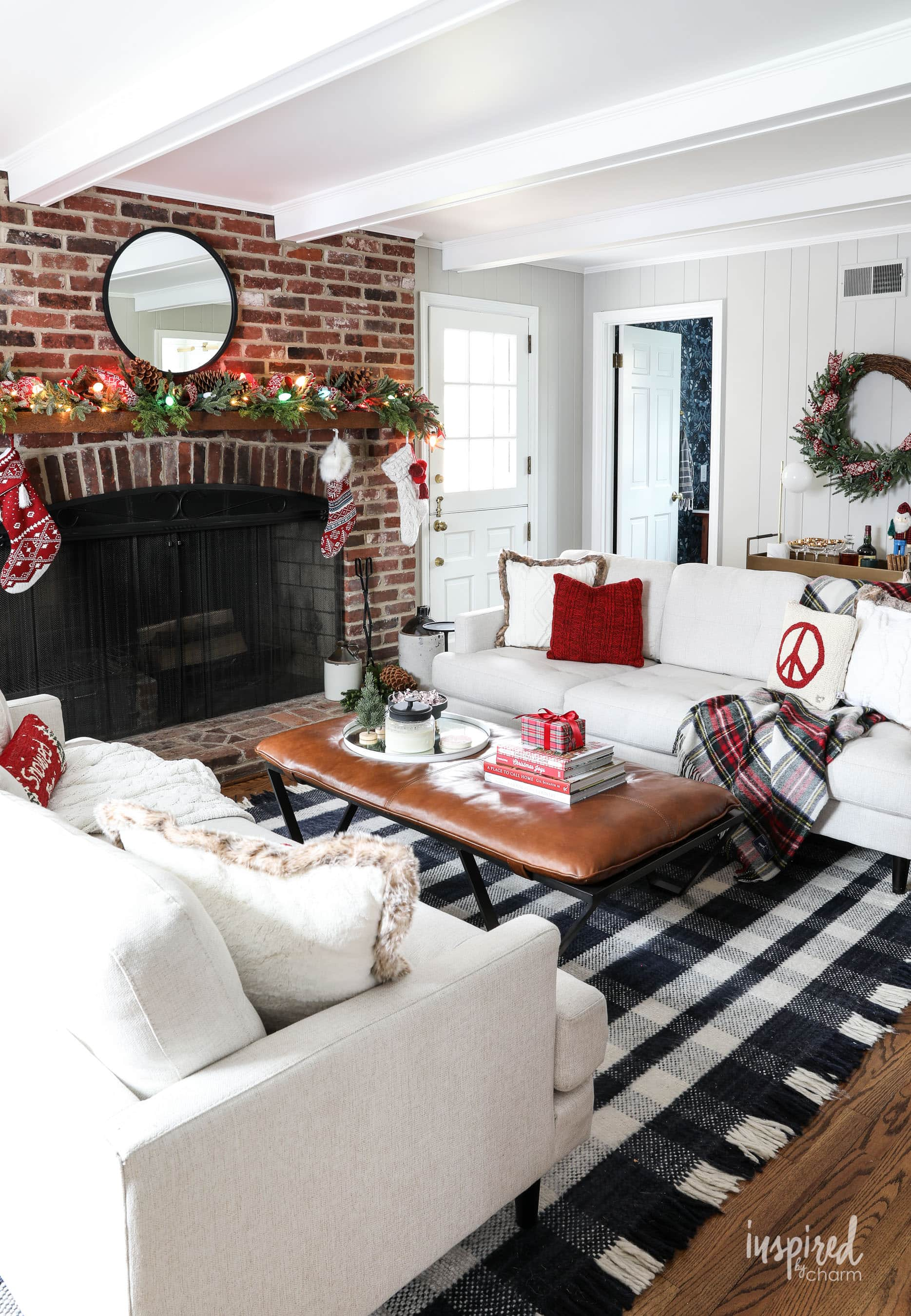 Family Room Christmas Decoration Ideas - Holiday Decor Tips